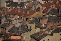 タイル屋根の家々