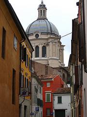 民家と大聖堂